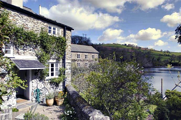 Click here for more about Stable Cottage (Tuckenhay)