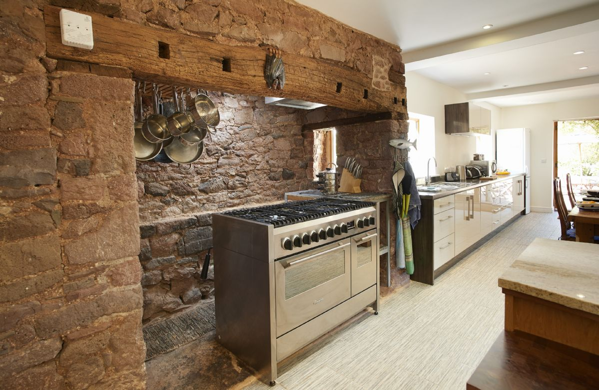 Middle Hollacombe Farmhouse sleeps 6