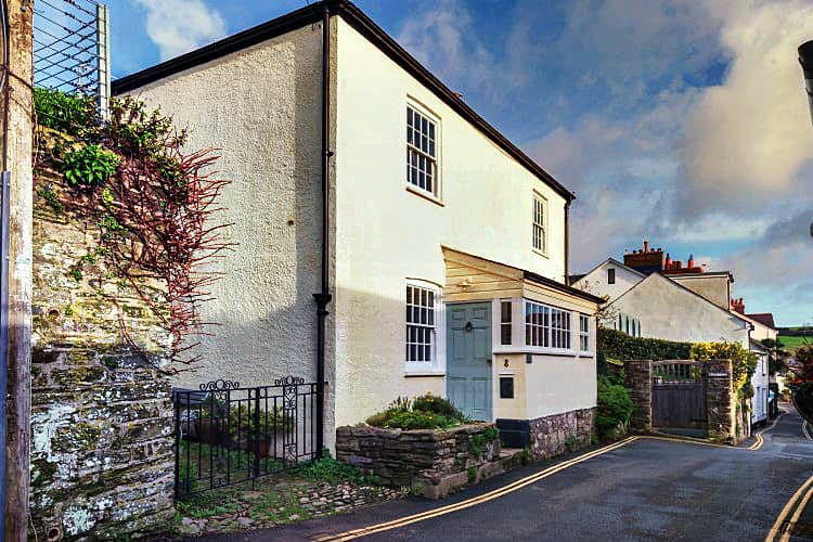 Click here for more about Court Cottage