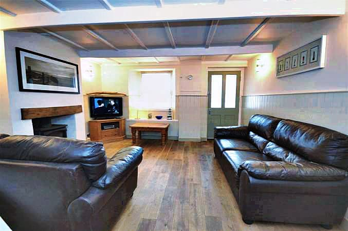 2 Beesands Cottages is located in Beesands