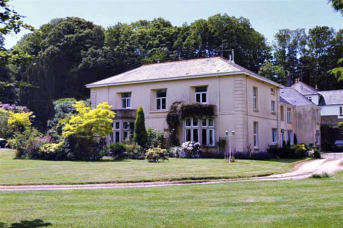 Click here for more about 7 Halwell House