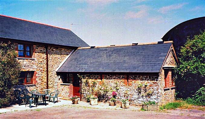 Click here for more about Bowood Farm, Horseshoe Barn
