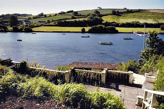 Boathouse Cottage is located in Frogmore