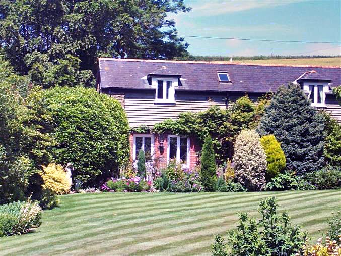 Click here for more about Little Pittaford Cottage