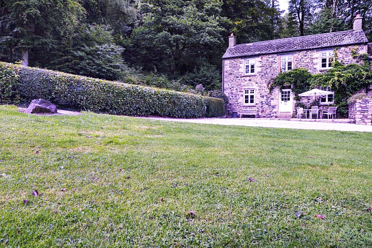 Click here for more about Holne Chase Grooms Cottage