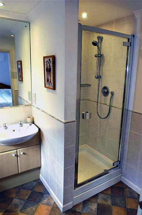 Orchard Cottage Apartment is in East Portlemouth, Devon