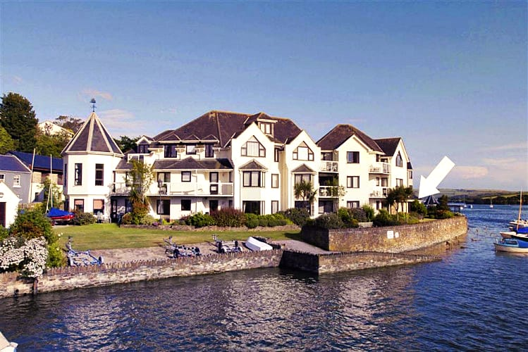 Click here for more about 15 The Moorings